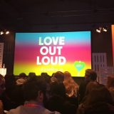 """Vortragssaal auf der re:publica 2017. Leinwand mit der Aufschrift """"Love out Loud"""""""