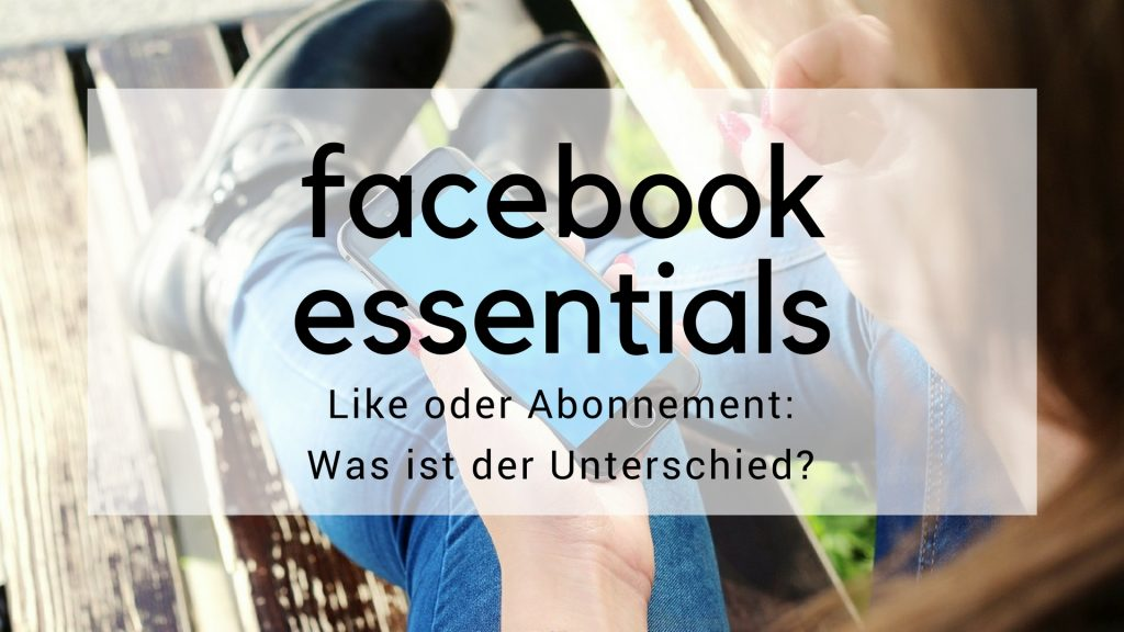 Blog Beitragsbild Facebook Essentials. Frau mit Smartphone sitzt gemütlich