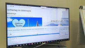 Bild von Bildschirm mit unserer Website