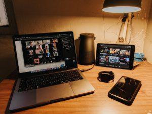 Hier siehst du, wie verschieden Menschen in Videokonferenzen aussehen