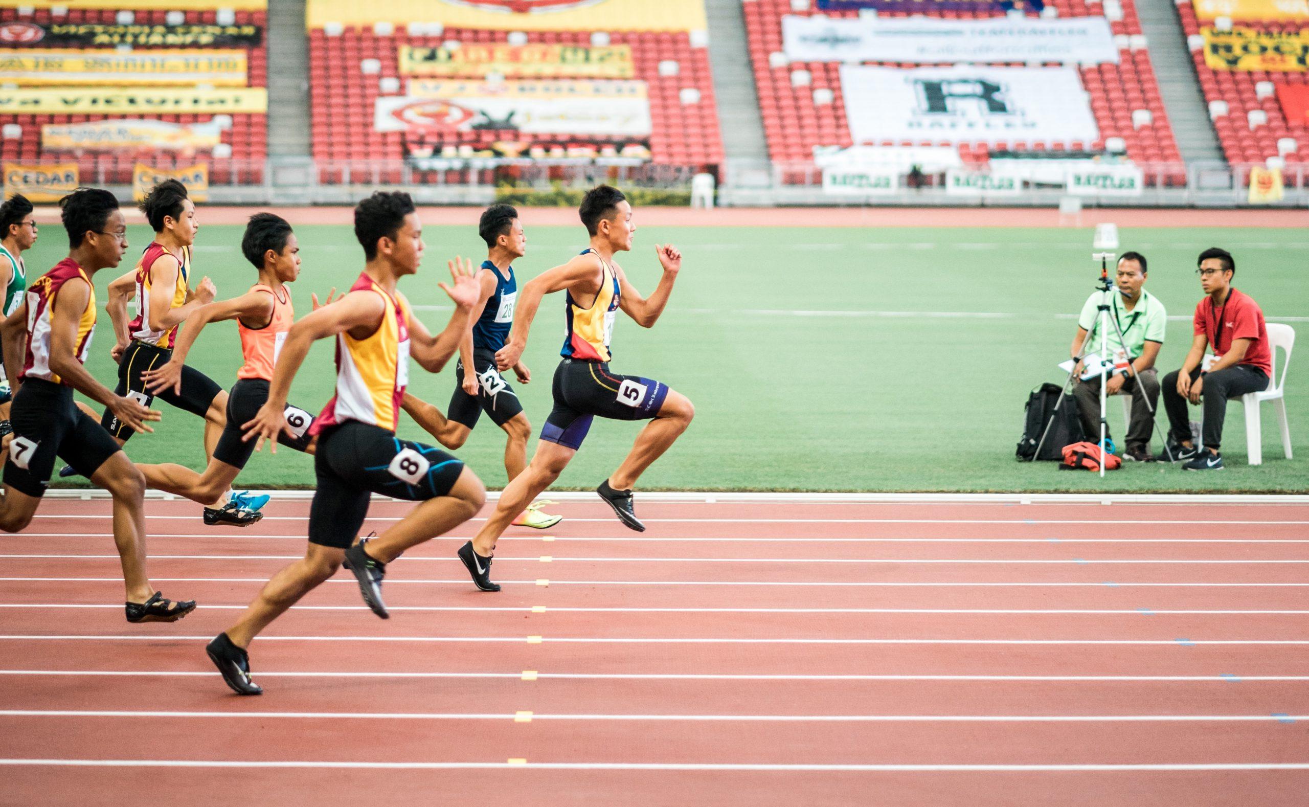 Marathonläufer auf der Zielgeraden.
